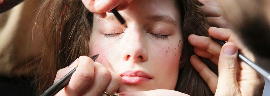 睫毛膏、指甲油又沾到衣服!聰明方法清潔髒污