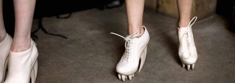 別惹我!獠牙高跟鞋 by Iris van Herpen