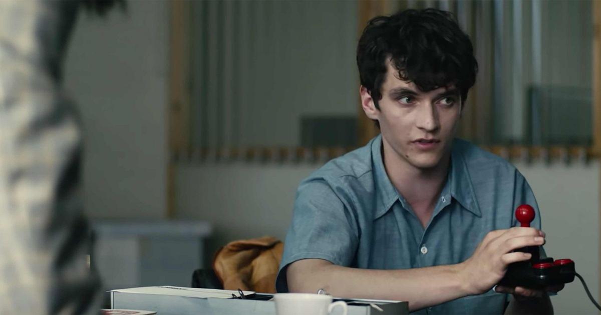 Netflix 互動電影《黑鏡:潘達斯奈基》,12 種結局由你決定