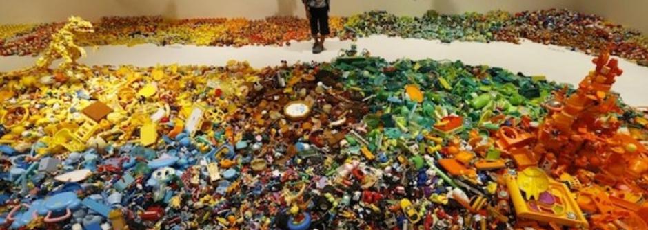 日本藝術家  Hiroshi Fuji 的廢棄玩具展