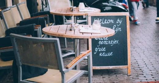 【閱樂書評】女給文化與女僕咖啡店的時代