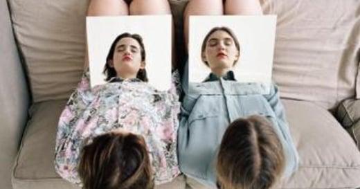 一起拍蠢照才叫朋友!土耳其攝影師的友誼蠢照系列