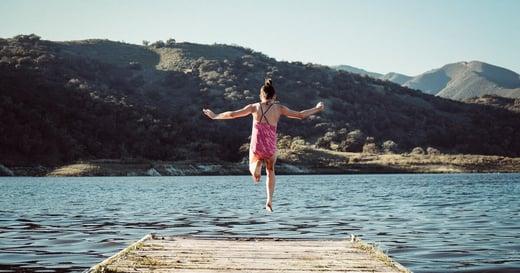 「我二十一歲,第一次裸泳」《女子山海》:人生第一堂性教育,是山林教會我的