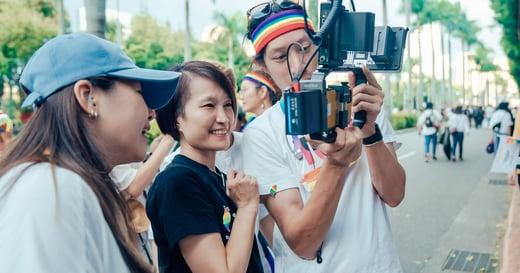 《酷蓋爸爸》導演陳怡妤手記|時間走到這裡,同志家庭也該有部浪漫喜劇了吧!