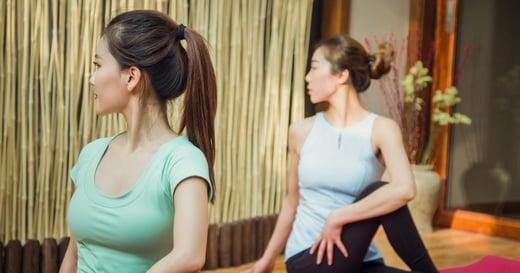 肩頸痠痛怎麼辦?1 分鐘在家也能做的筋膜放鬆術,減輕肩頸症狀