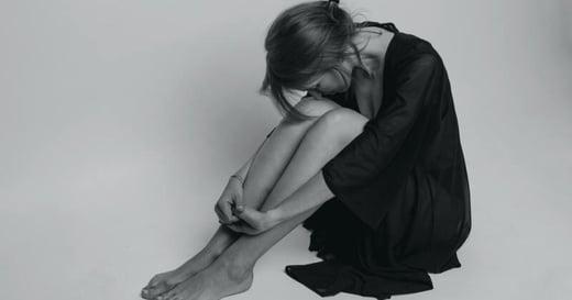 「把受害事實告訴身邊的人,對自己沒有好處!」咎責是性侵倖存者二度傷害的原因