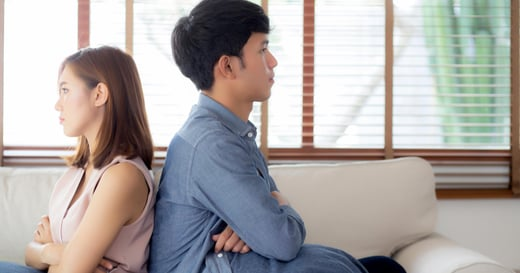 如何處理親密關係中的指責與抱怨?停止這 9 種隱性攻擊,讓溝通方法升級
