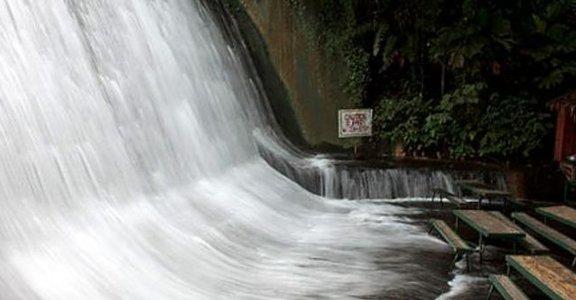 臨水而食!菲律賓瀑布餐廳 Waterfalls Restaurant