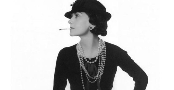 20 年代的女男孩:香奈兒小姐的小黑裙