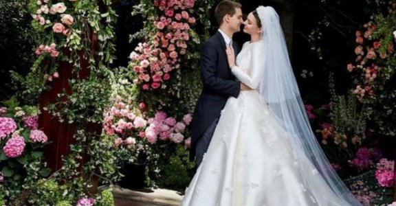 最經典的低調婚紗:米蘭達可兒與奧黛麗赫本的選擇