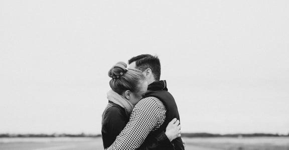 愛的自戀凝視:我們愛上的,只是自我滿足的假象