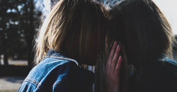 矛盾的情感是常態!我們為何與父母成了精神上的陌生人