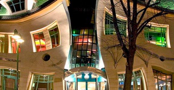 俏皮扭動的童話建築 波蘭 Melting Crooked House