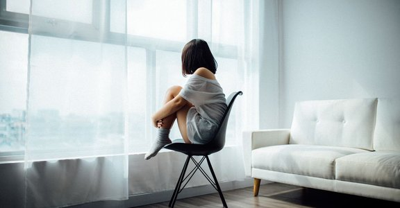完美的相處關係是,窩在愛人懷裡孤獨