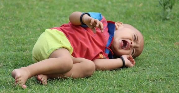 當孩子吵鬧、尖叫、怒吼,請多「等他一分鐘」