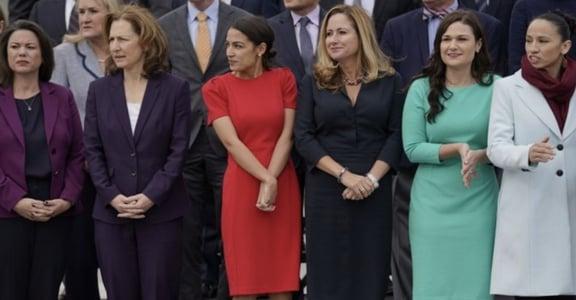 「左派可以打扮時髦嗎?」歐加修-寇蒂茲的女性時尚政治學