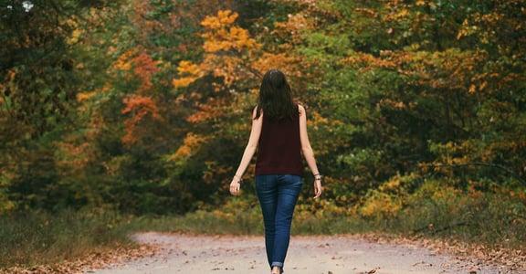 好女孩症候群:害怕被人討厭,是因為妳也不認同自己