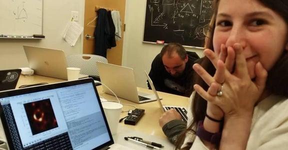 算出黑洞照片的科學家凱蒂.包曼:「儘管未知,還是要踏出第一步。」