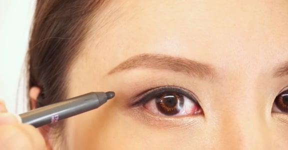 手抖畫不直!新手該如何畫出完美眼線