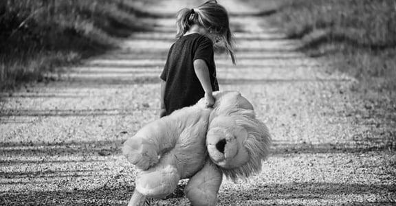 被父親性侵後,母親質問我「怎麼不懂保護自己?」