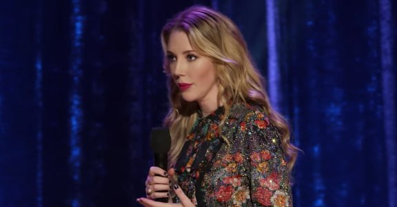 NETFLIX 辣媽脫口秀:我是 35 歲單親媽,但我太年輕了還不能結婚