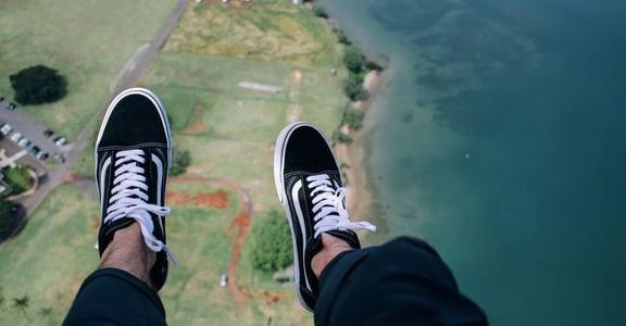 夢境分析:經常夢到自己飛翔或墜落,是什麼意思?