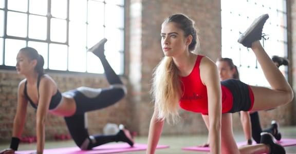 省下你的健身房錢!下班後,三種簡單瑜珈姿勢練核心