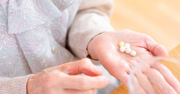 長照怎麼做 如果長輩愛跑醫院,把吃藥當吃補
