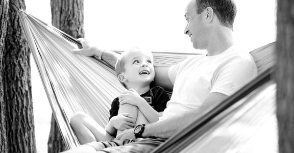 爸爸比媽媽快樂?美加州大學:因和孩子相處方式不同