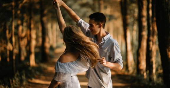什麼行為能讓你覺得被愛?你該試試與伴侶溝通「愛之語」
