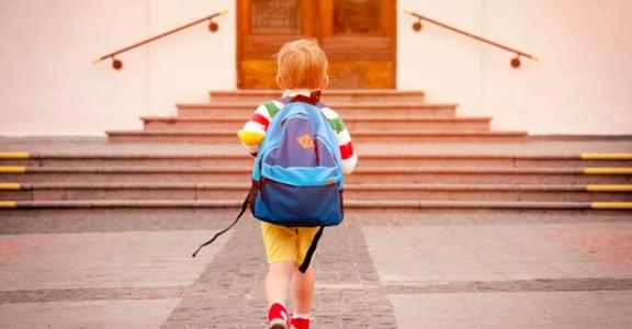 五十歲開始的空巢期:有時候,是我們自己把孩子推出家門去