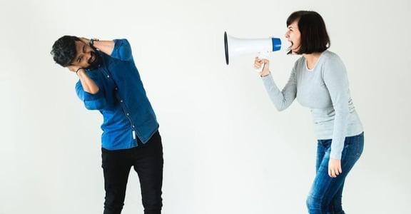 「你真的很難溝通唉!」該怎麼與伴侶有效解決問題?