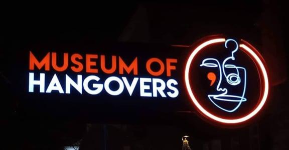 「當我睡醒時,身旁躺著我的前任」全球首座「宿醉博物館」,收藏人們酒醉後的瘋狂事