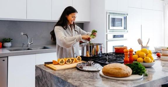 疫情蔓延時:個體能做的最大貢獻,就是在家待著,好好吃飯