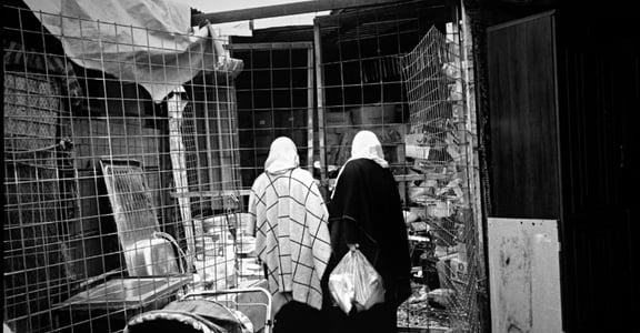 你沒看過的難民營:他們把我賣掉當性奴,我逃跑後卻在市集遇到「主人」