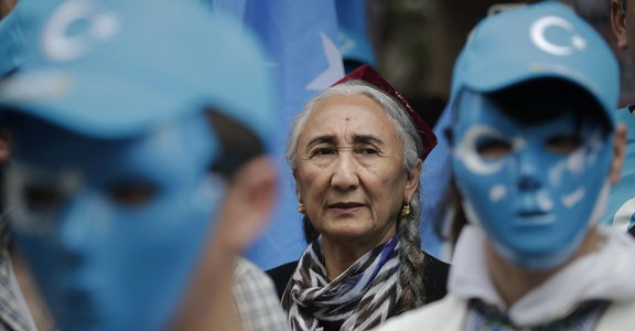 「被思想教育,又被強迫勞動」中國剝削維吾爾人賺外匯,範圍擴及各大品牌