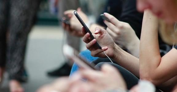 「在捷運上收到 Airdrop 屌照」面對新興數位性騷擾,只能默默隱忍嗎?
