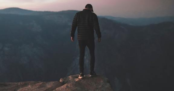 解夢心理學:為什麼你害怕從高處掉下來的感覺?