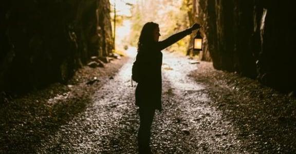 催眠師老實說:不論「前世」是真是假,都別忘記你有療癒自己的能力
