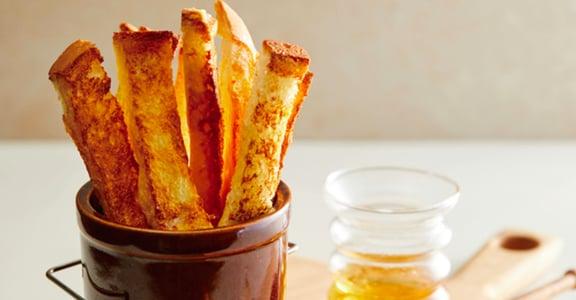自製療癒又涮嘴的氣炸鍋甜點!蘋果派、吐司棒怎麼做?