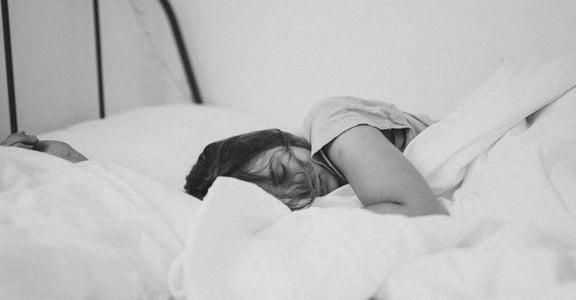 總是睡睡醒醒、翻來覆去?睡眠專家的八個建議,給容易失眠的你