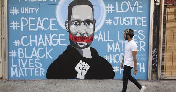 「我無法呼吸」美國警察跪壓非裔男子致死,引發人民示威暴動