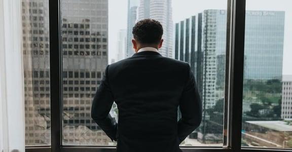 「以為自己有能力,卻發現大家都很強」如何面對職場的自卑感