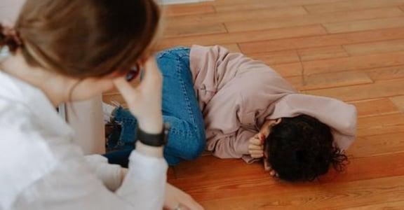 關係依附理論:孩子鬧脾氣、自己心很累,該怎麼處理?