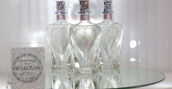 情定水鑽高粱金門酒,全台限量上市。