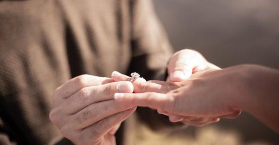 「男人求婚是浪漫,女人求婚是逼婚」日常如何塑造性別刻板印象?
