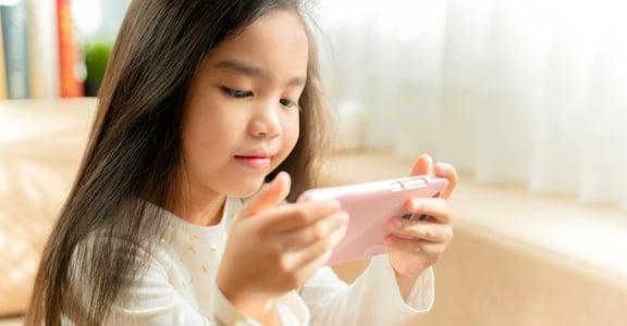 孩子眼睛離不開螢幕,除了沒收還有什麼方法?