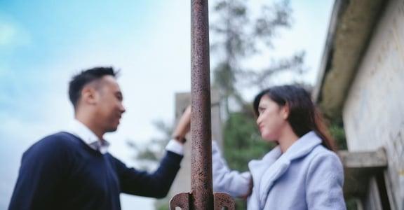 「都老夫老妻,有什麼好聊」為何我們在親密關係裡獨居?