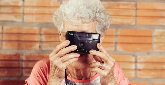 「年老不再飛,失了改變的勇氣」時光逐漸流逝,你想要成為怎樣的老人?