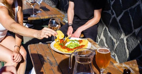 帶美國朋友去吃火鍋,是不智之舉:異地生活,什麼時候才算融入當地文化?